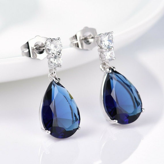 Lovely 18 ct whitegold filled blue sapphire crystal drop earrings