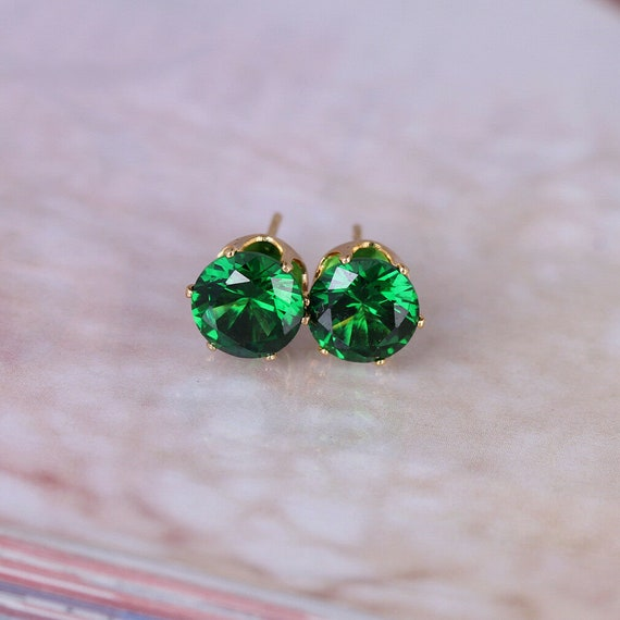 Beautiful 18 ct yellow gold filled 8 mm emerald crystal stud earrings