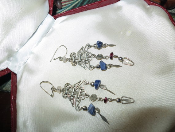 Beautiful vintage silvertone blue agate dropper earrings