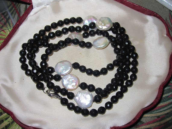 Beautiful 6.5mm faceted and knotted black onyx and freshwater pearl necklace