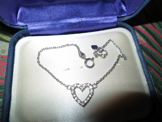 Beautiful vintage sterling silver clear glass love heart chain bracelet