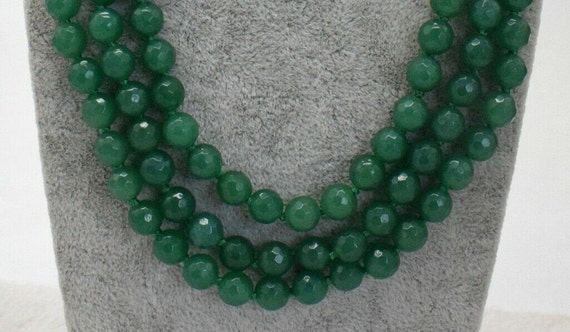 Lovely knotted faceted 8mm 3 strand natural raw emerald   necklace
