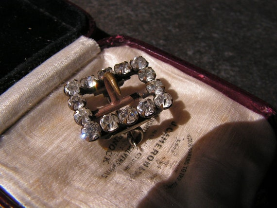 Beautiful antique Victorian sparkly little diamante buckle brooch