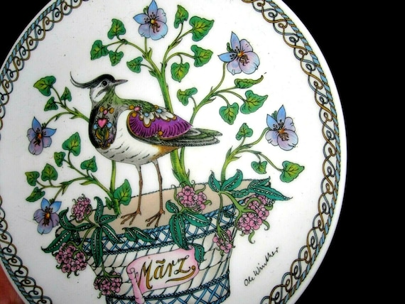 Beautiful Hutschenreuther collectable monthly bird plate March