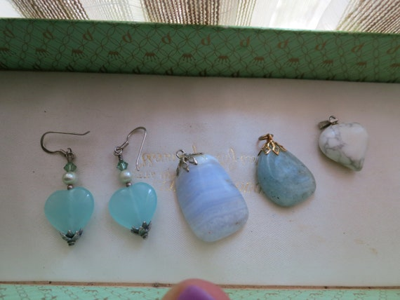 3 Beautiful vintage agate pendants and heart aqua pearl earrings