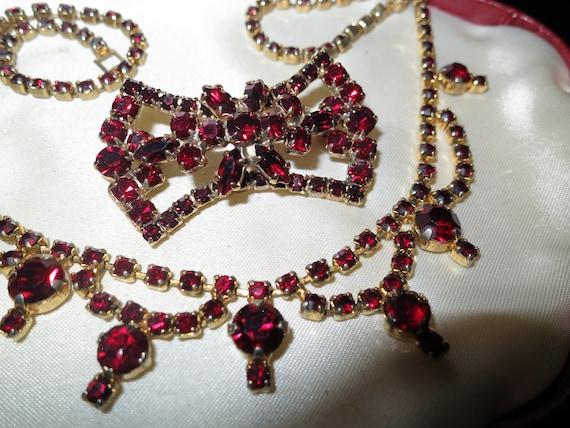 Fabulous Vintage 1950s goldtone garnet glass Necklace & Brooch set