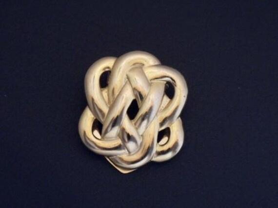 Lovely vintage goldtone Celtic knot scarf clip