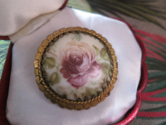 Attractive vintage  Goldtone Framed White Glass Pink Floral Print brooch
