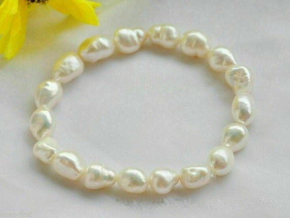 Lovely 7 mm cultured white freshwater pearl  bracelet stretches to fit M