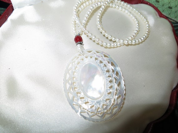 Wonderful vintage mother of pearl carved pendant necklace