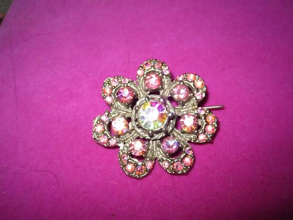 Lovely vintage silvertone pink aurora borealis rhinestone flower brooch