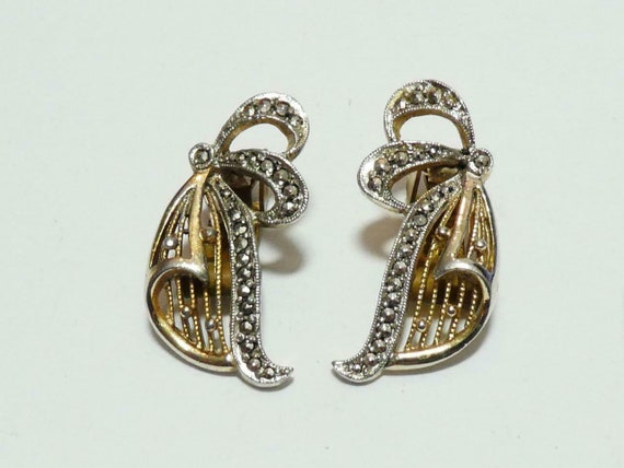 Pretty vintage KIGU 1950's Rhodium Gold Plated Marcasite  clip on earrings