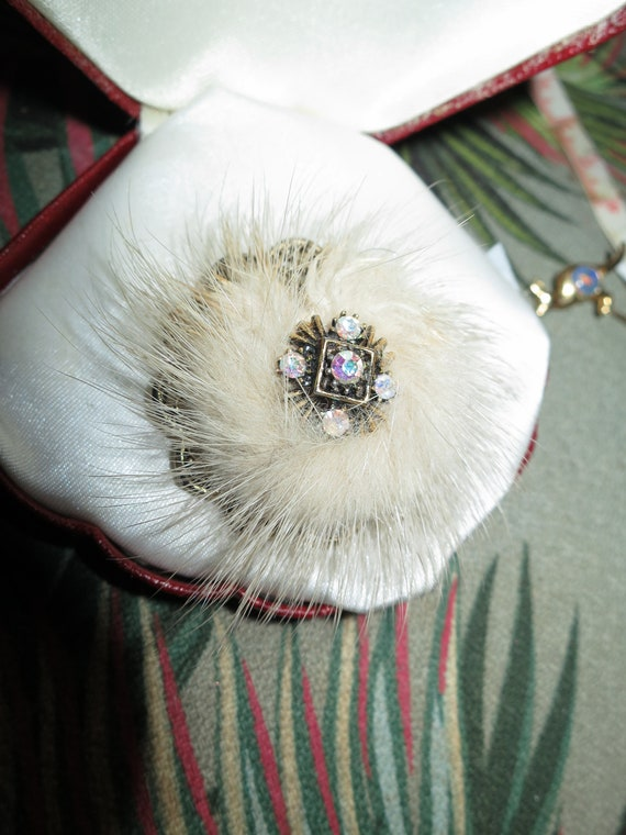 Lovely vintage cream Real Mink and diamante goldtone glamour brooch