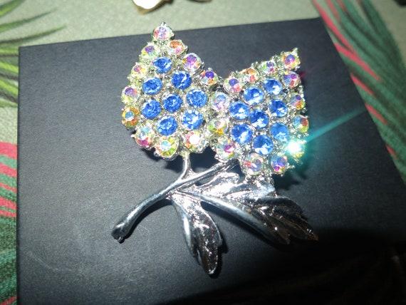 Beautiful vintage silvertone blue glass aurora borealis floral brooch