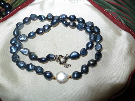 Beautiful natural black and white  freshwater pearl necklace