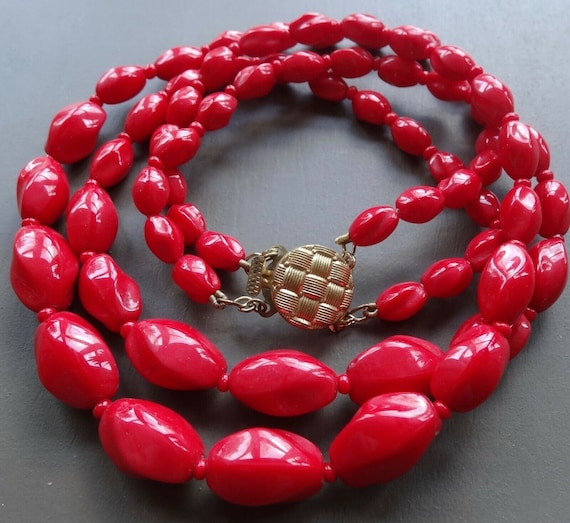 Lovely vintage 2 strand  red glass bead necklace push clasp
