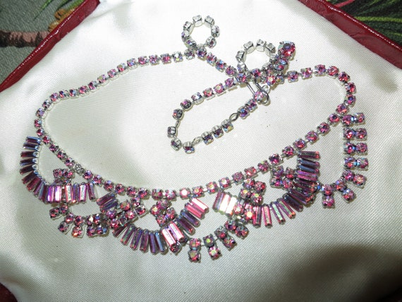Gorgeous vintage rhodium plated pink aurora borealis glass necklace