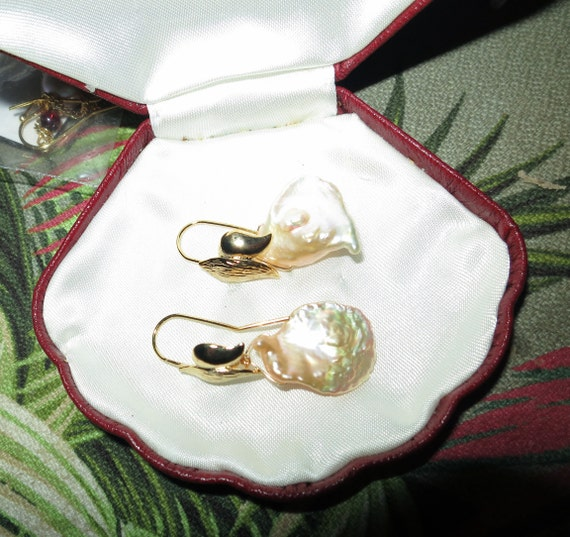 Lovely 18 ct gold filled baroque cultured high lustre freshwater pearl drop earrings