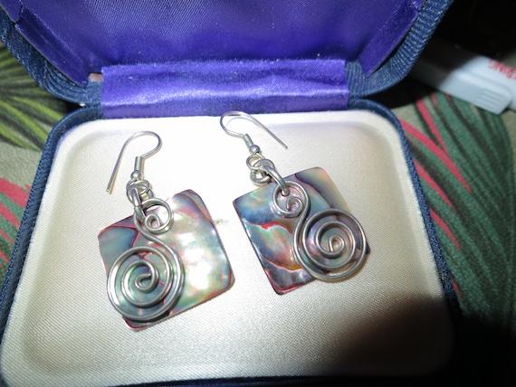Lovely vintage silvertone paua abalone shell   earrings