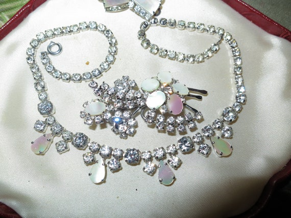 Fabulous Vintage 1950s Mother of Pearl Necklace, Brooch & Earnings set