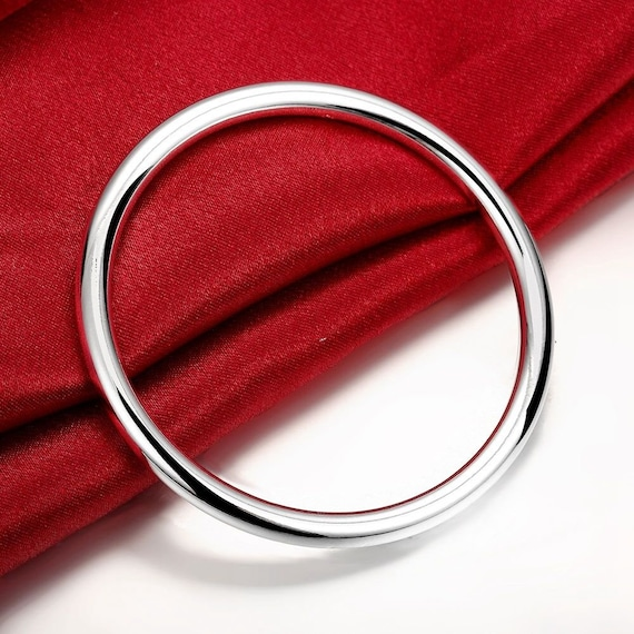 Gorgeous highly polished solid 18ct white Gold Filled bangle