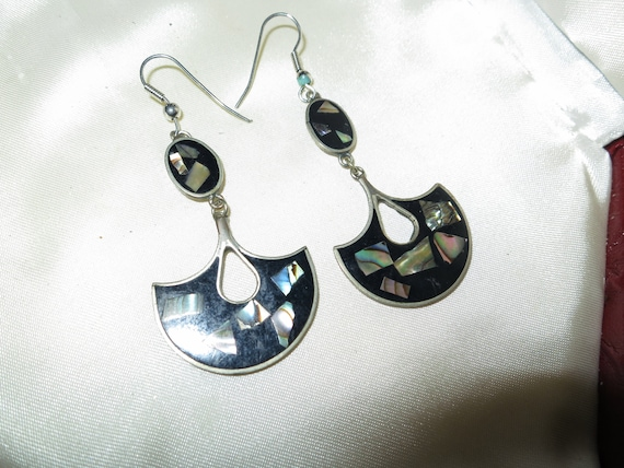 Lovely vintage pair of sterling silver stamped black onyx and mother of pearl earrings