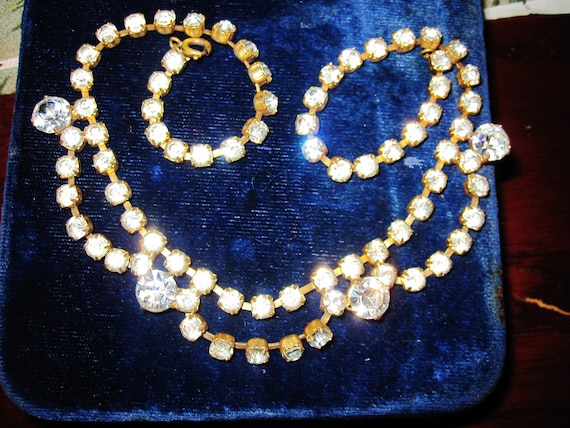 Gorgeous vintage goldtone sparkly rhinestone necklace