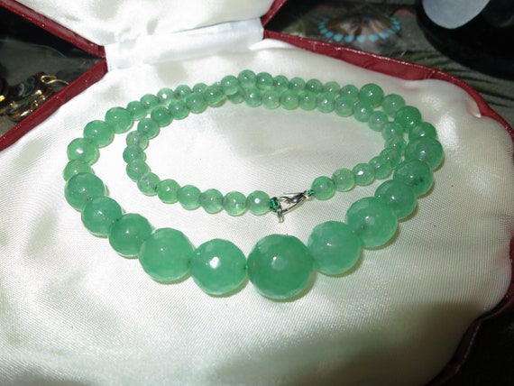 Lovely graduated natural Emerald necklace  18 inches long