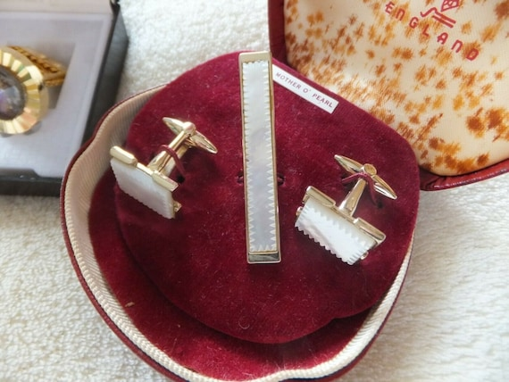Vintage boxed Stratton gold plated genuine mother of pearl cufflinks and tie pin