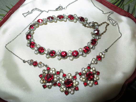 Good vintage silver metal ruby clear glass pendant necklace and bracelet