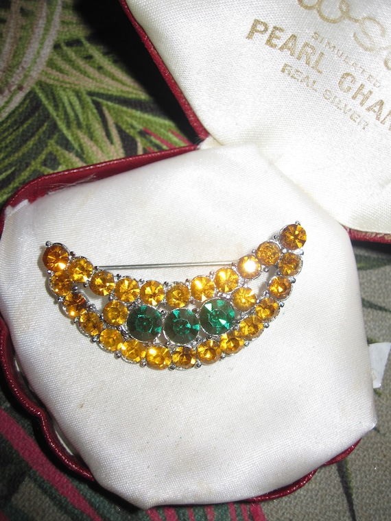 Lovely vintage silvertone amber and green glass crescent or  moon shaped brooch