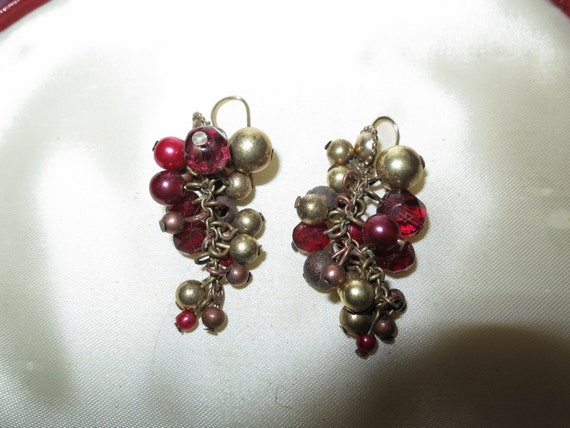 Fabulous pair of vintage burgundy fx pearl and gold bead dropper dangle earrings