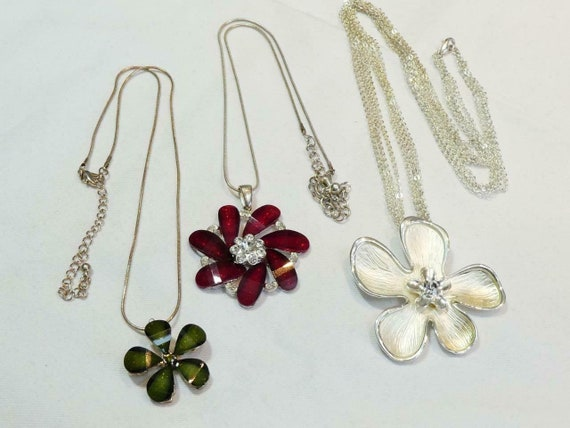 Pretty vintage lot of floral red green and silver flower pendant necklaces