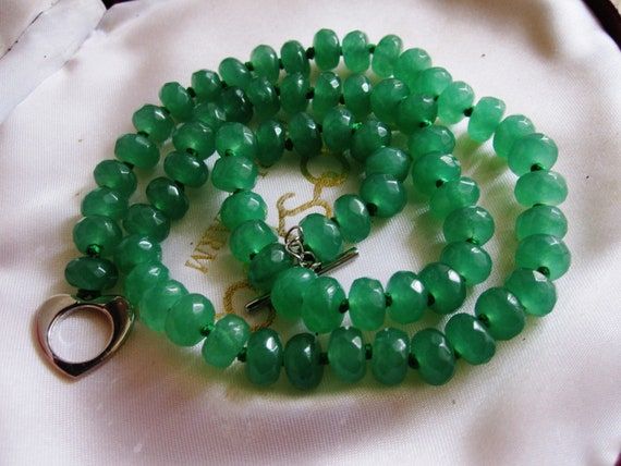 Lovely raw faceted emerald knotted  necklace with silver plated heart toggle clasp 18""