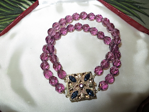 Beautiful vintage goldtone amethyst purple glass 2 strand bracelet