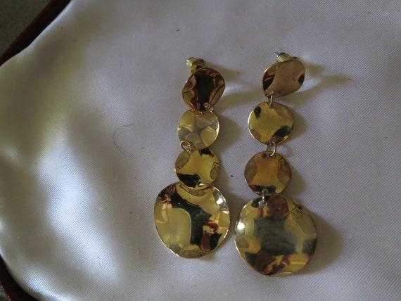 Lovely pair of vintage shiny goldtone disc dangle stud earrings