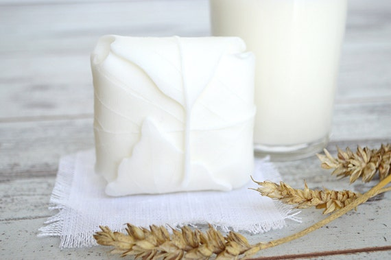 """Handmade soap """"pure white leaf"""" - Goat milk soap - Fresh soap - Soap bar with Wheatgerm oil - Handcrafted Soap - Natural soap"""