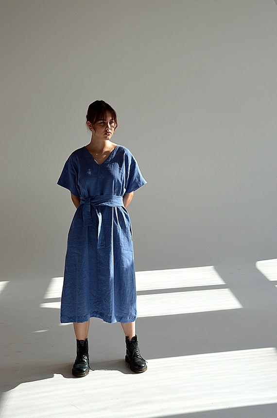 READY to ship / M size / French blue linen dress  / Short sleeve dress / French blue midi linen dress / V-neck dress / Woman's clothing