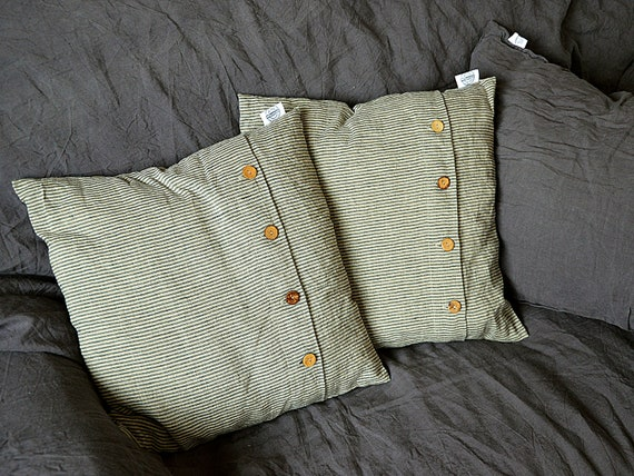 Striped throw linen pillowcase - Pillowcases with coconut buttons - Cushion cover - Striprd linen pillow cover