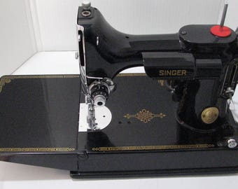 Beautiful Singer Featherweight 221 sewing machine from 1947 made in Elizabeth Port New Jersey U.S.A.