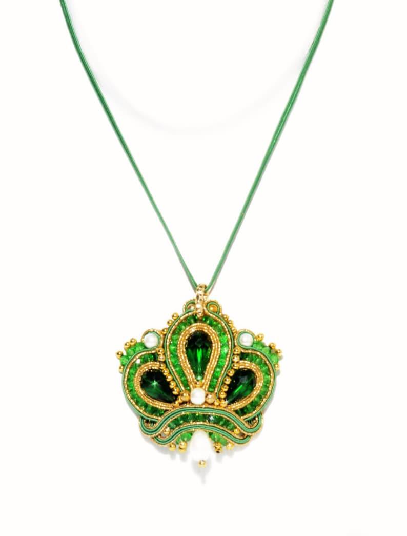 Pendant Soutache Corona Green Gold Crown Queen