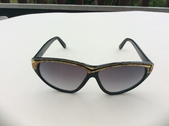 Vintage asymmetrical dead stock sunglasses from th