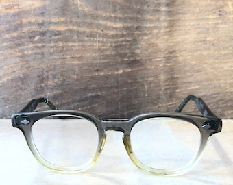 c615acf1cdce Vintage 1950 TRUE COLOR Two Tone Fade Wayfarer Eyeglass Frames    Grey and  Yellow Fade Glasses