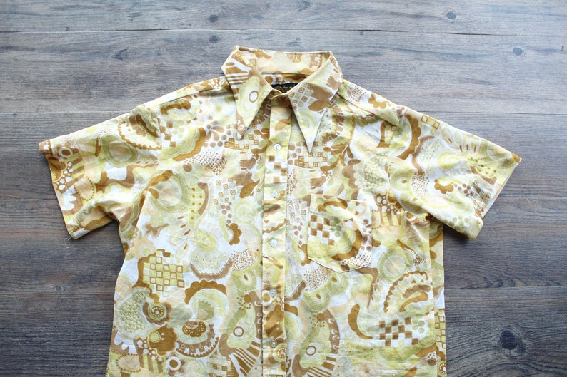 Vintage 1960s SEARS Men/'s Paisley Floral Print Polyester Button Up Shirt  60s Transparent Yellow Patterned Short Sleeve   60s Hippie