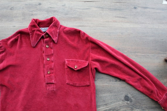 Vintage 1970s Dark Red Velour Buttoned Collar Pull