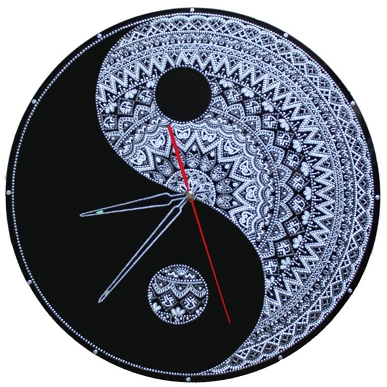 Yin Yang, Couples Cadeaux, Horloge Noire, Horloge Blanche, Méditation et Yoga, Mandala, Boho, Verre peint à la main, Cadeaux d'anniversaire, а1ч18