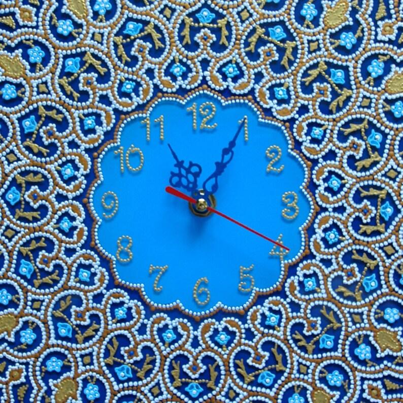 Macrame, Mandala, Boho, Horloge murale faite à la main, Horloge murale ronde, Cadeau de mur d'horloge, Horloge en verre, verre de peinture, verre peint à la main, а1ч26