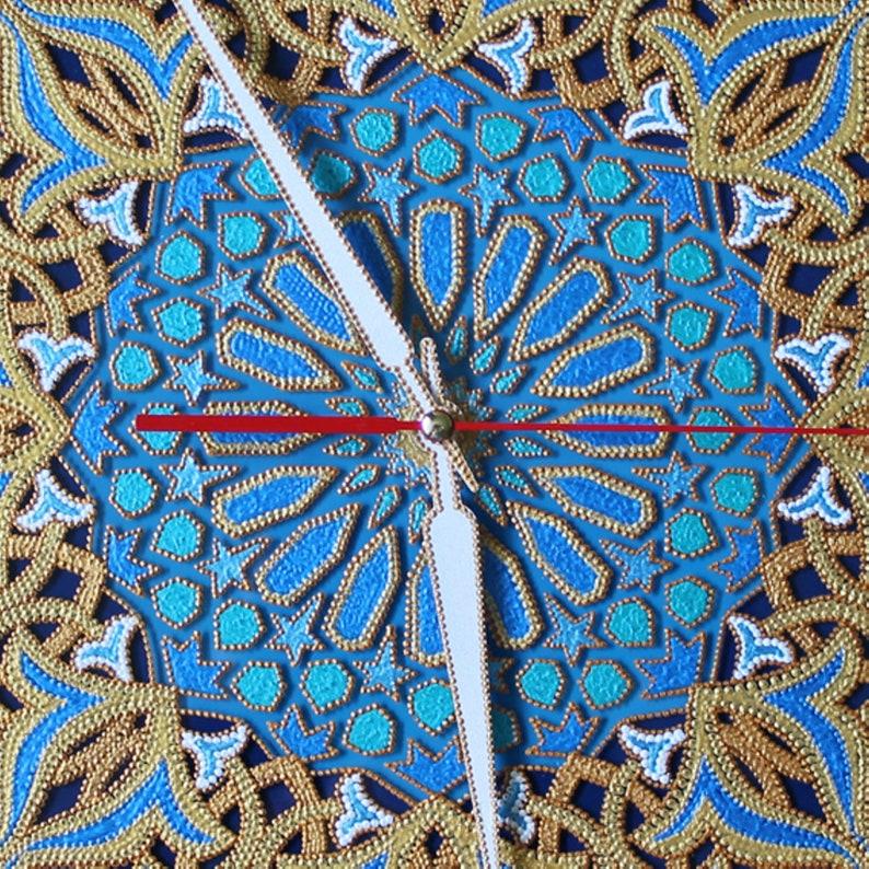 Idée cadeau pour hommes, décor turc, horloge de mur bleu, verre carré, tapisserie, Mandala, Boho, verre peint à la main, cadeaux d'anniversaire, а1ч35