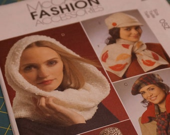 M5541 Misses Hats, Scarves & Mittens OS - NIP (out of print)
