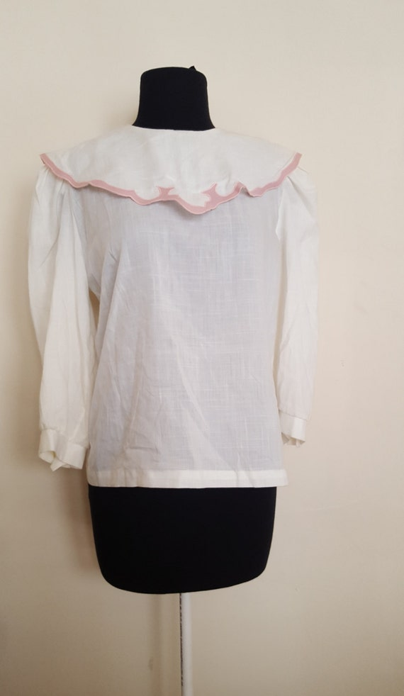 Vintage White Linen Embroidery Cape Blouse //State